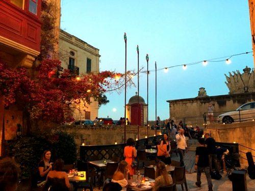 The Brigde Bar Malta Zanzemos Thatiane Ferrari