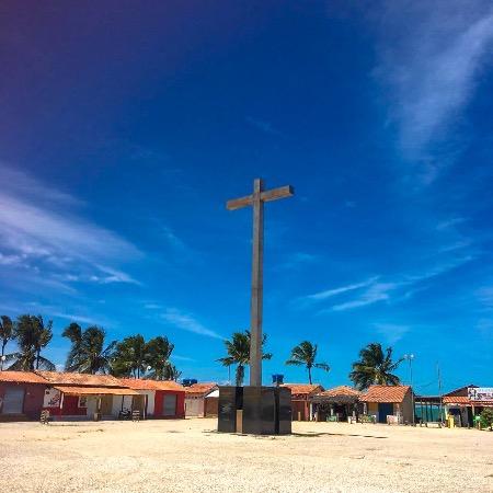 Cruz no local da primeira missa no Brasil
