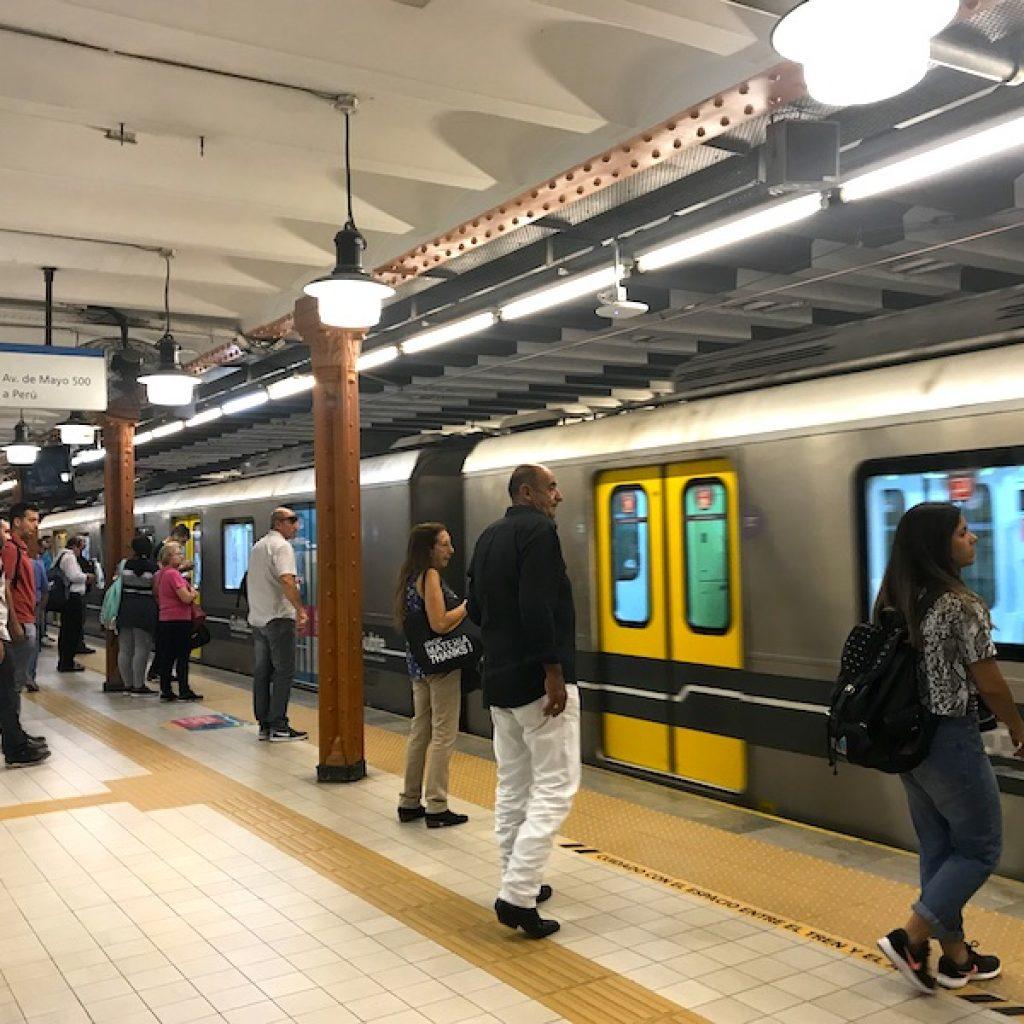Estação Peru do metrô - uma das mais bonitas da cidade