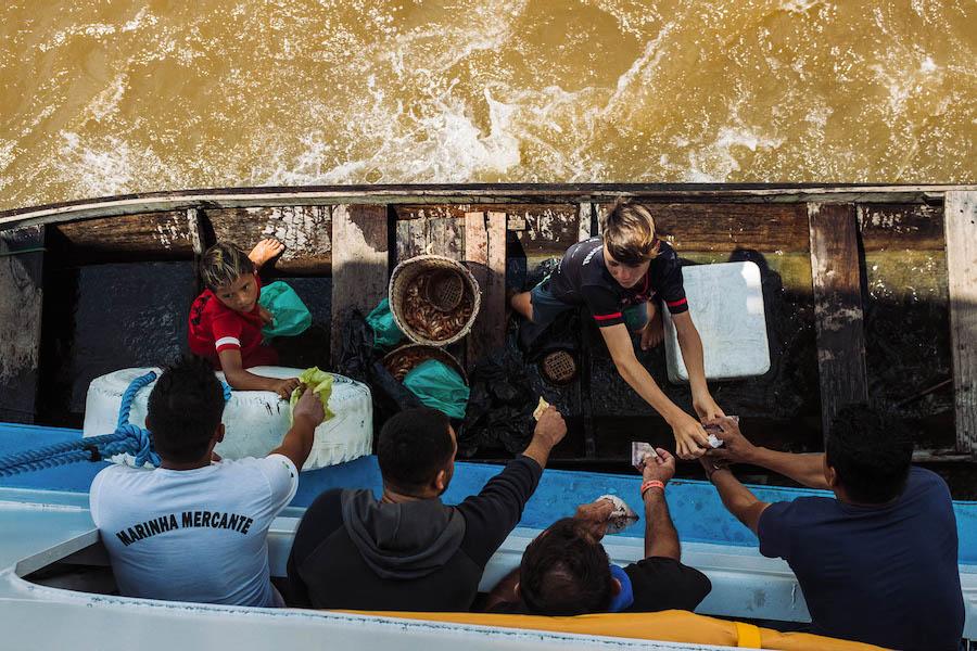 Comunidades ribeirinhas na Amazônia