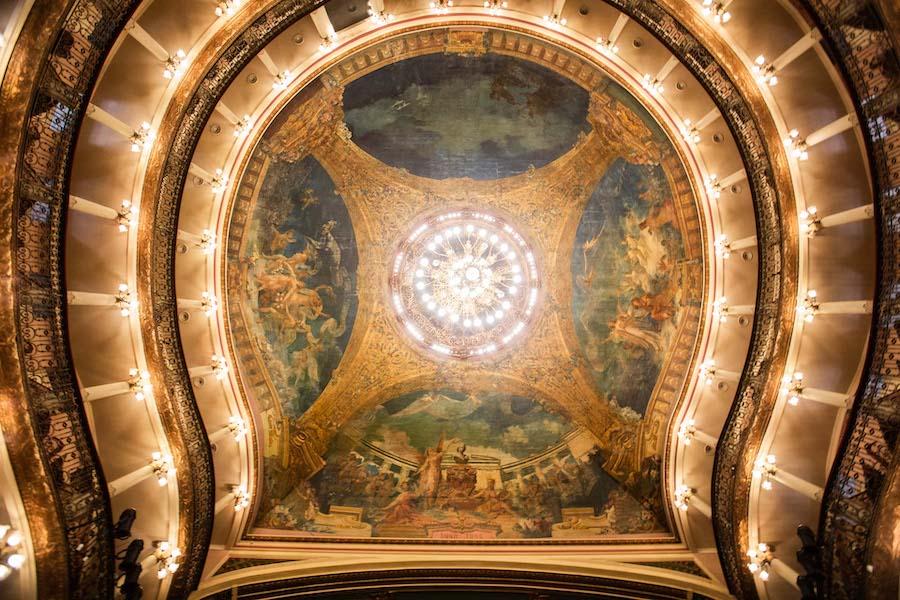 Imagem do teto principal do Teatro Manaus