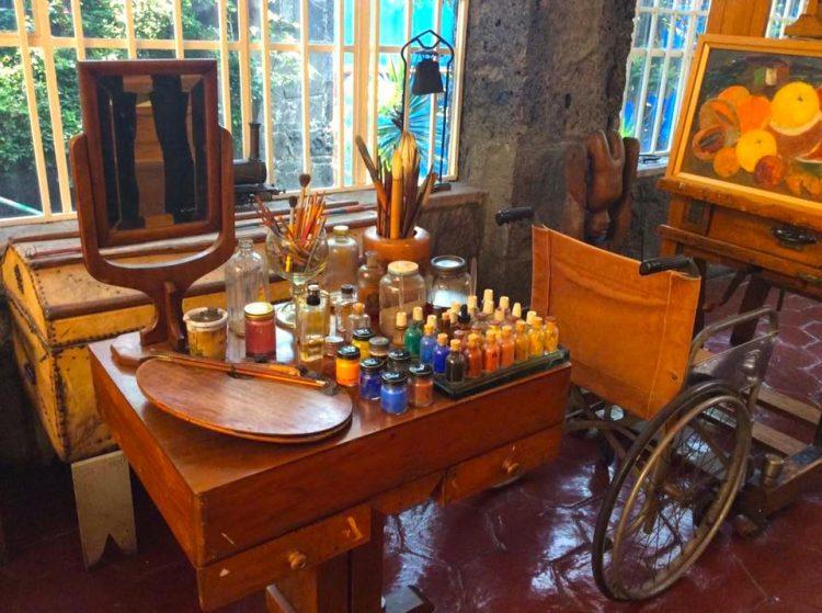 Atelie Frida Kahlo o9hc6e1euacmazb3badn1jxgvfcbho5q2227n1uq8m - Museu da Frida Kahlo no México: conheça a La Casa Azul!